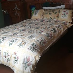 Liz Claiborne double sided floral comforter
